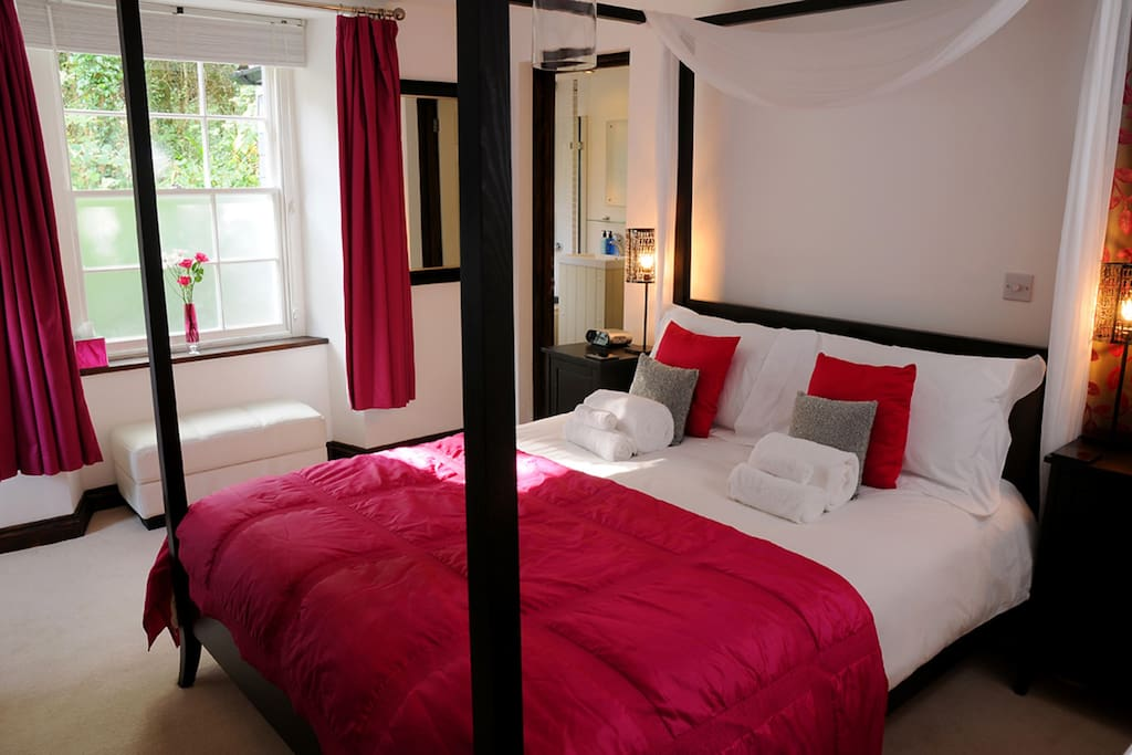 There's Room 1 - King size en-suite with bath/shower