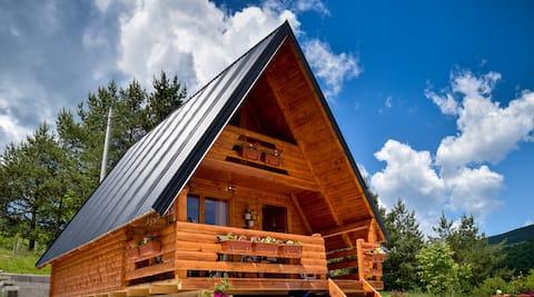 Lodge med utsikt mot innsjø