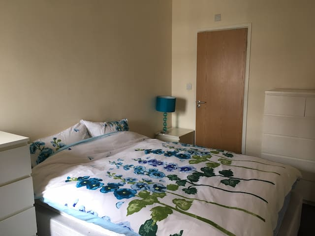 Lovely room with ensuite & terrace