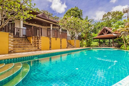 4 Bedroom Villa with private pool - Rumah