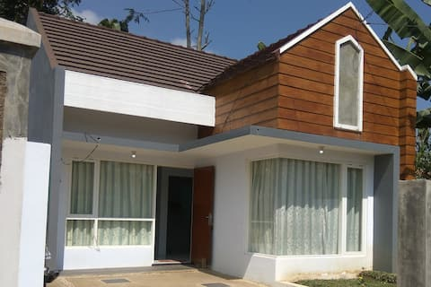 Oppland House Malang