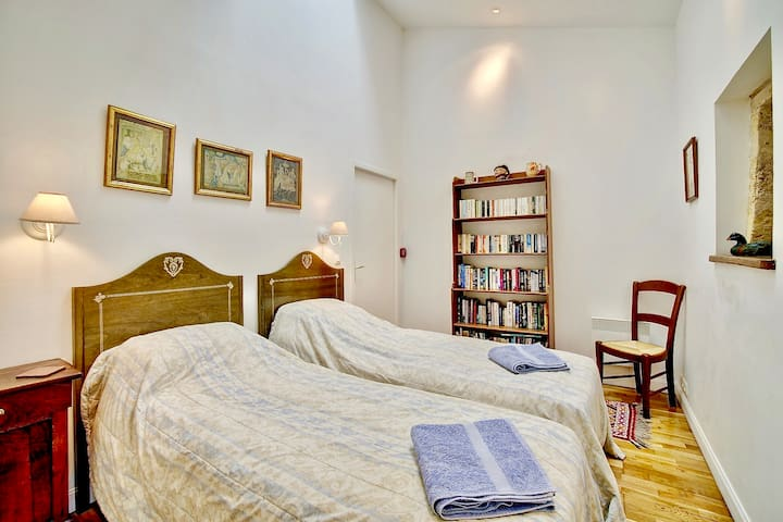 Lavender - Twin Bedroom