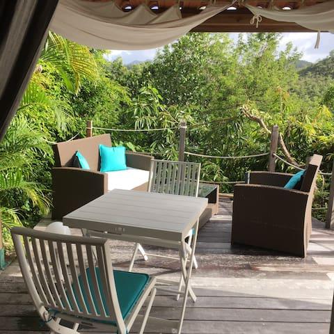 Joli studio et sa terrasse avec une vue mer. - Les Trois-Îlets - Hus