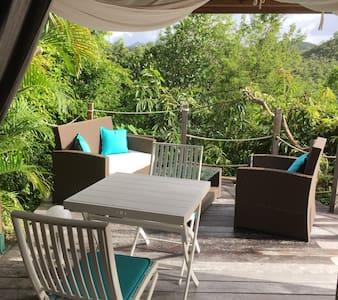 Joli studio et sa terrasse avec une vue mer. - Les Trois-Îlets
