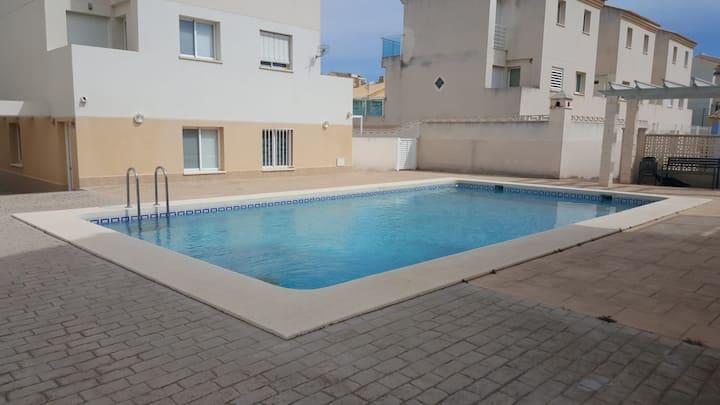 Precioso dúplex con piscina junto a la playa