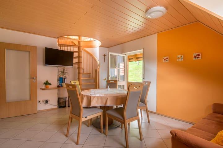 Riehle Hof, (Zell am Harmersbach), Waldblick, 75qm, Balkon, 2 Schlafzimmer, max. 5 Personen