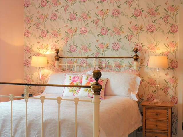 lilys bedroom at sidmouth b and b