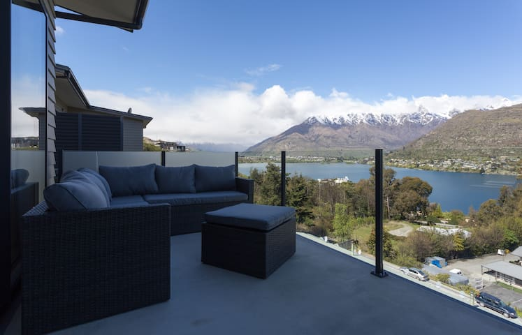 Stunning modern family apartment. - Queenstown - Apartment