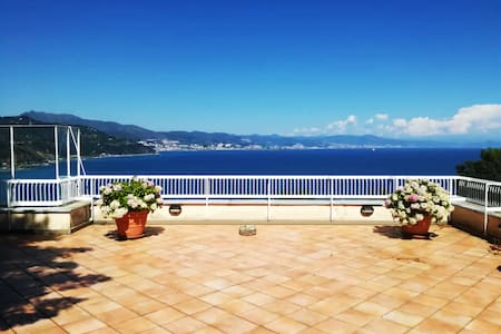 Prestigious apartment overlooking the bay