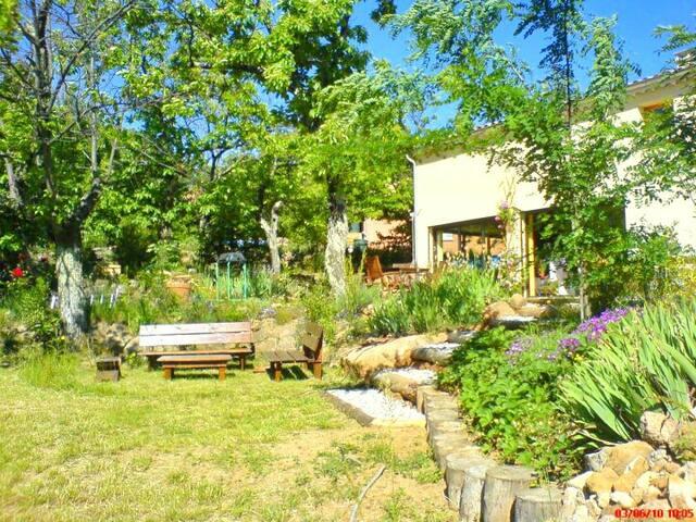 Grande villa dans les pins proche des baignades - Sanilhac - Villa