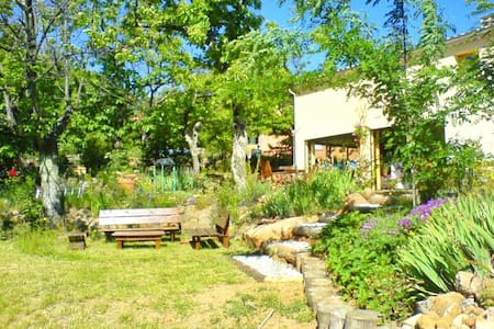 Grande villa dans les pins proche des baignades - Sanilhac