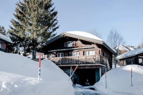 Newly renovated Chalet by slopes,  2-7 Pax, 4 Rms