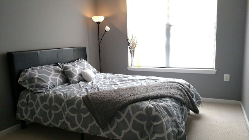 Private bed & bath - Easy commute to DC! - Lorton - Apartament