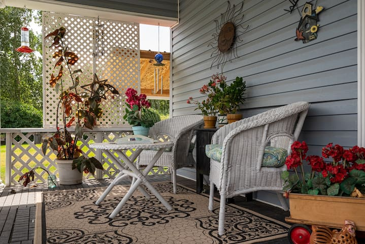 Front porch perfect for watching birds.