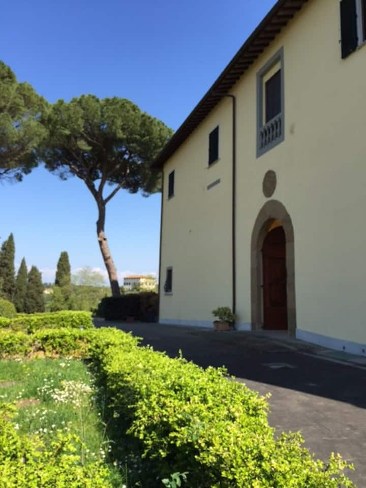 Apartment in villa in Florence with parking lot