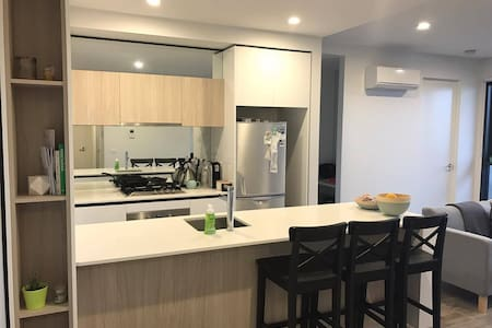 Private Bedroom w Ensuite Modern Apartment - Malvern East