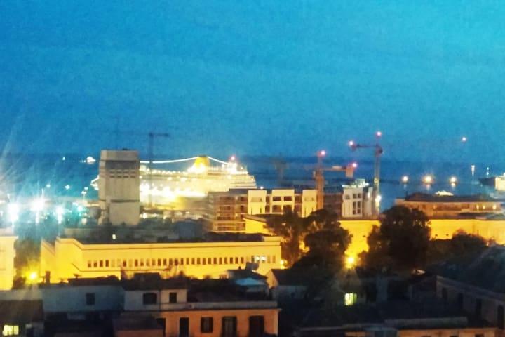 Bilocale panoramico e confortevole in centro - Salerno - House