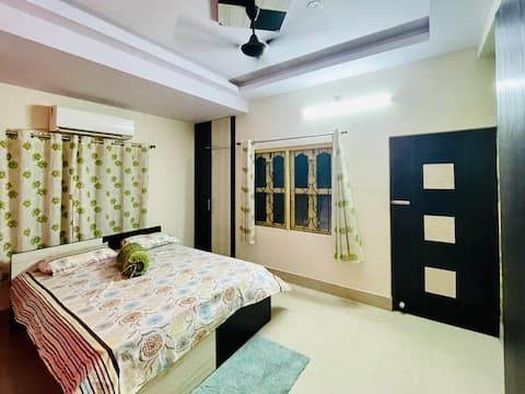 Comfortable homestay in Bandel at best rate