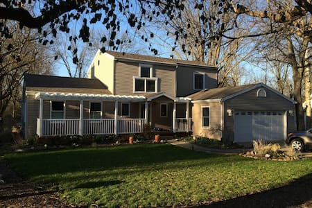Entire house and walk to town or campus. - Oxford - House