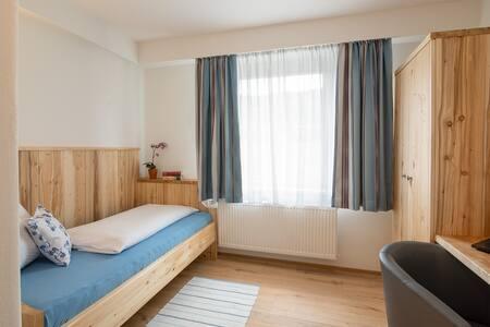 Pension Grasl (Hohenberg), Einzelzimmer Komfort (15qm) mit WLAN