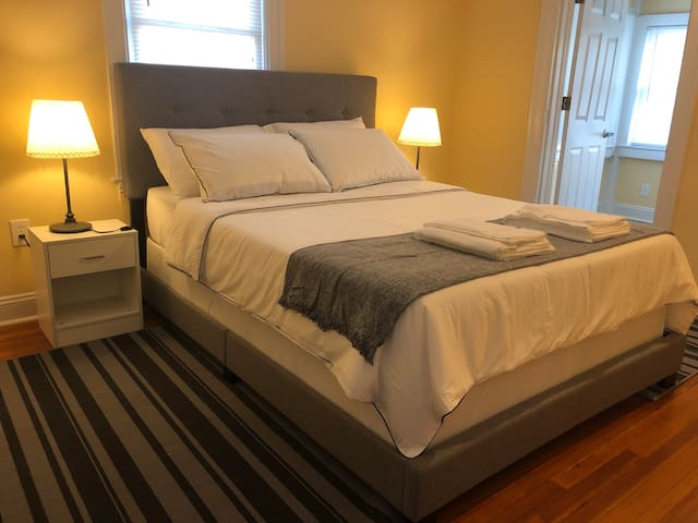 Private Master  Bedroom in DC/ Metro Walkable