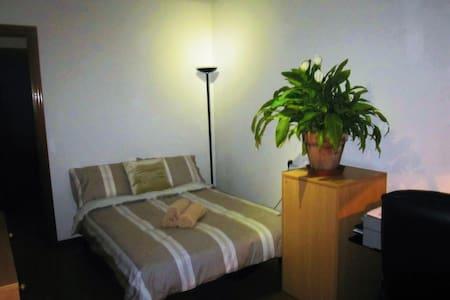 Habitacion con cama doble - Gijón - Apartament