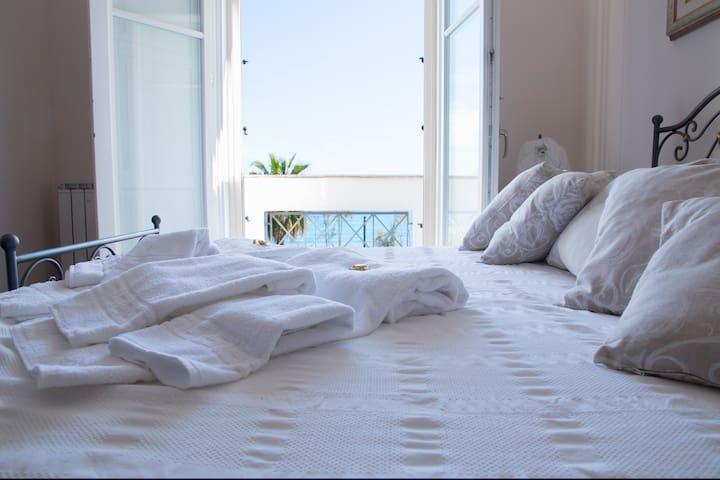 L'ORIZZONE CAMERA VISTA MARE IL SOLE - Crotone - Bed & Breakfast