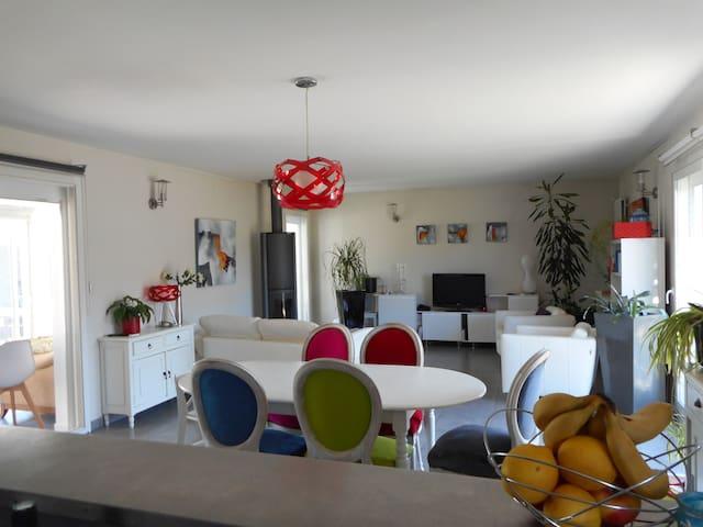 Chez vous pour vos vacances - Vayres - Dům