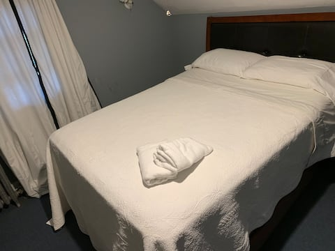 Good Clean queen size bed room and a simple house!