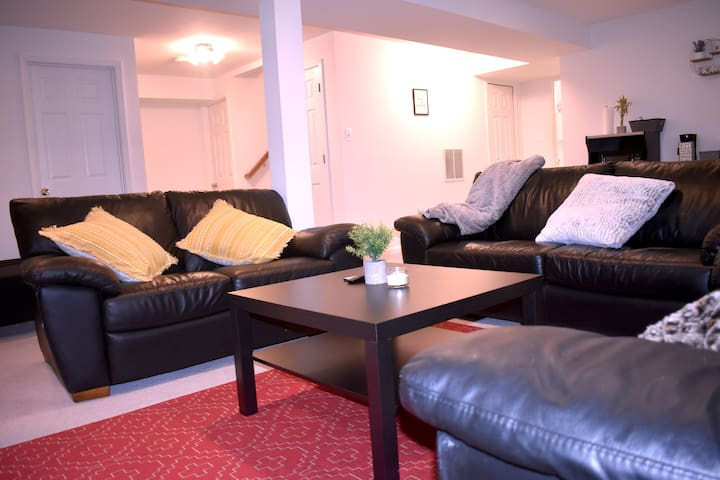 Entire Basement, spacious w/ patio - 1 BR 2 People
