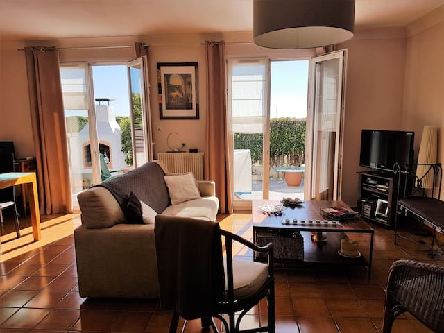 Une plus grande sensation d 39 tre un peu chez soi houses for rent in perpignan occitanie france - Nano homes small spaces for big sensations ...