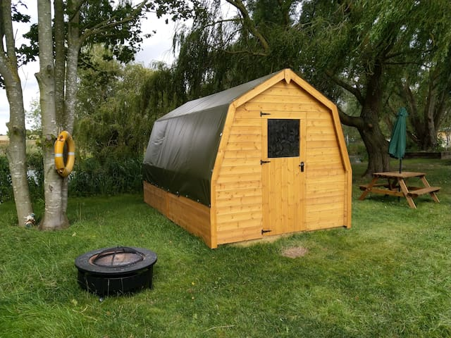 Lakeside 'glamping pod' in the heart of Suffolk