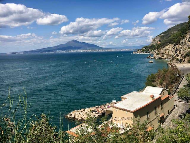 Veduta del Vesuvio dalla Marina di Vico.