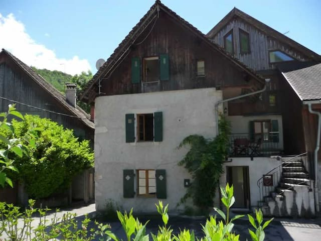 Cosy 2 bedroomed cottage in Menthon St Bernard