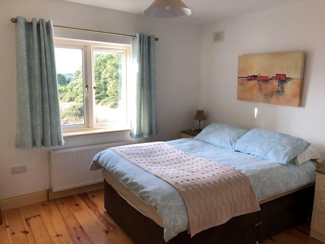 Double bedroom en suite shower room