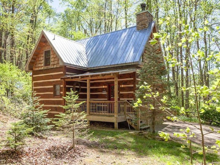 Creekside Cabin- Private Mountain Log Cabin