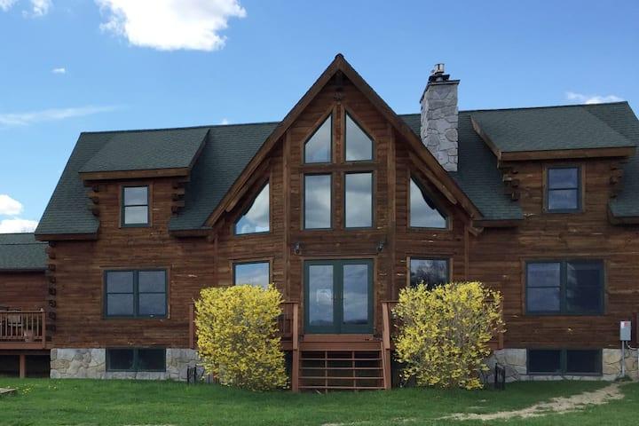The Blue Room: Luxury Saratoga Log Home