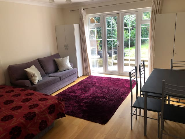 Large double room with access to the back garden