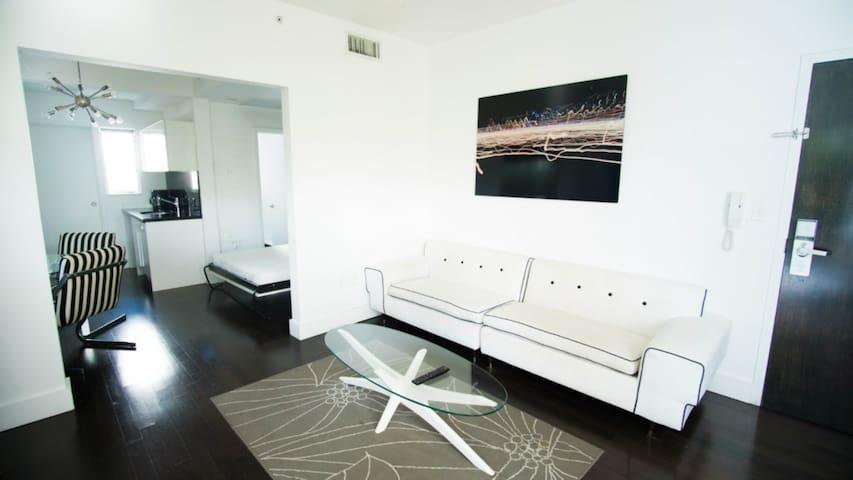 SoBe 1611 Lincoln Road Apartments Sleeps 12!
