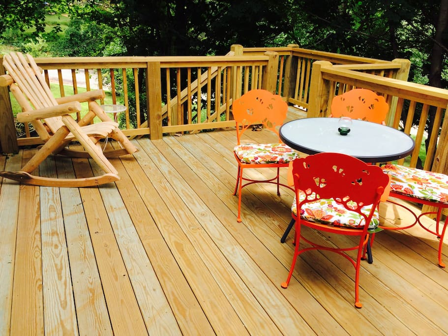 deck with barbecue grill