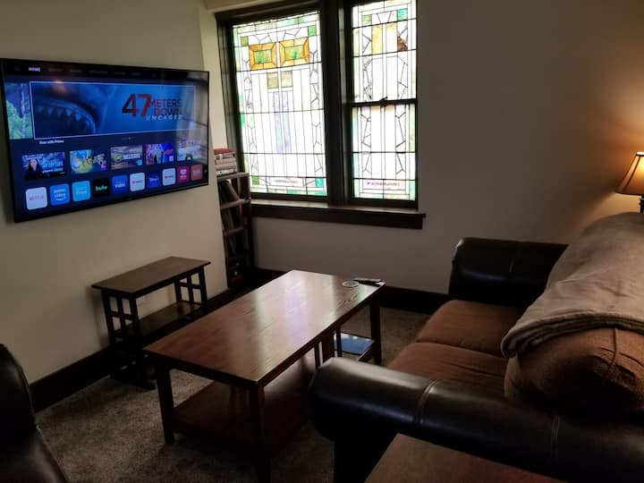 Quiet Fully Furnished 2 Bedroom Apartment
