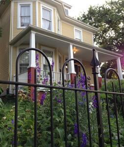 Historic American Four Square - Washington - House