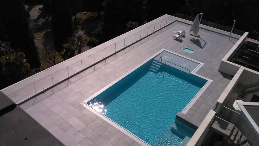1.Vittoriale:Appartamento con Piscina sul tetto