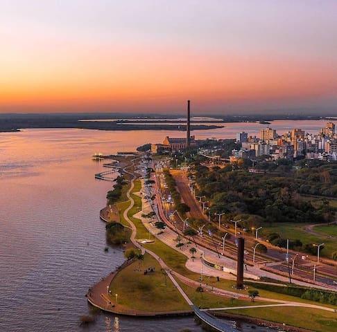 A nova Orla do Guaíba para curtir o pôr do sol, praticar esportes ao ar livre!