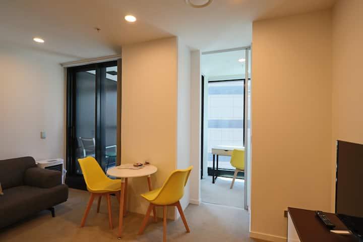 2018 new 1 bedroom plus study near Viaduct