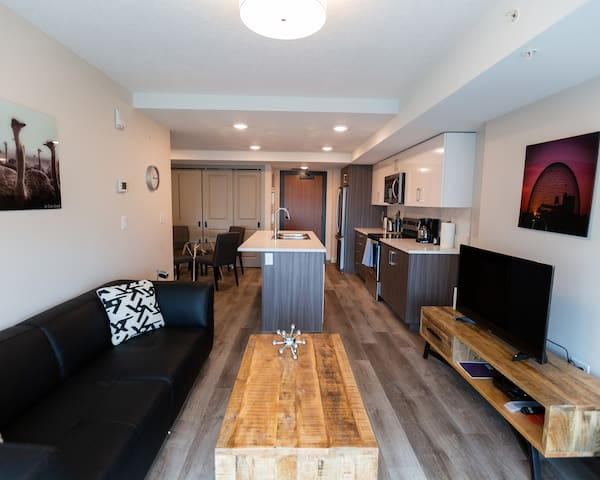 25 Mins From Rogers Arena-Entire 1 Bedroom condo!