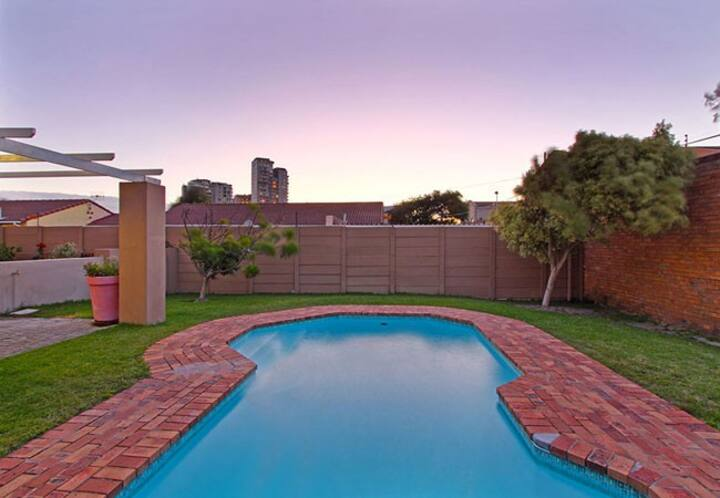 Cosy & private beach apartment with a braai area