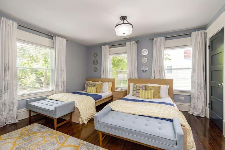 Ten6Teen Mansion, Linwood Suite, Private Bath