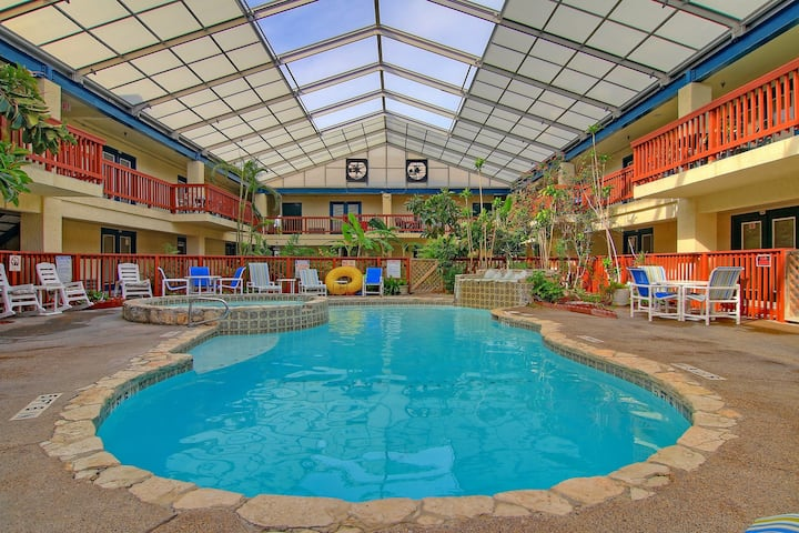 Charming condo w/ a shared indoor pool & hot tub - walking distance to the beach