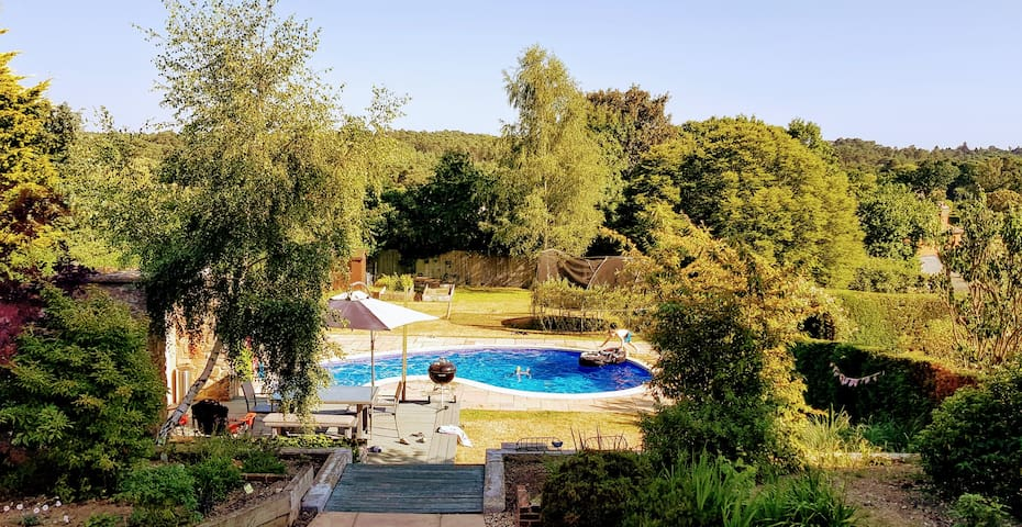 Farnham, Amazing views, Swimming Pool, 3 bedrooms